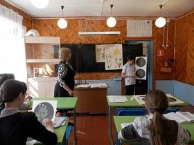 21 апреля в школе с.Старосеменкино были проведены открытые уроки для родителей и приглашенных гостей, на которых каждый преподаватель затронул тему о власти,  о депутатском корпусе сельского поселения.