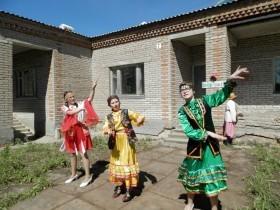 29 мая  работники сельского дома культуры и библиотеки с.Старосеменкино   подготовили и провели праздничную программу «День соседей»
